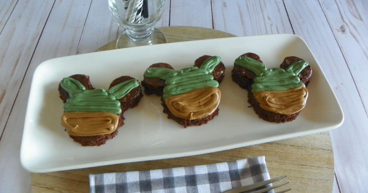 Disney Brownies: How to Make Frosted Yoda Brownies